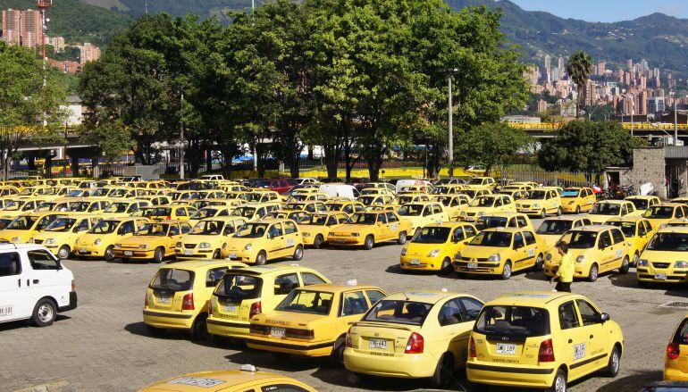 Los conductores del servicio público esperan una reforma en la restricción vehicular.