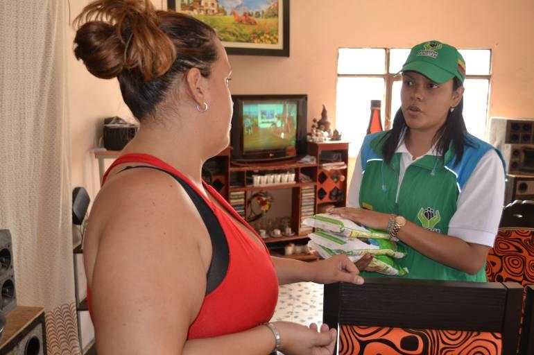 Las 86 familias que han llegado a Cali, procedentes de Venezuela, han recibido 40 bultos de Bienestarina
