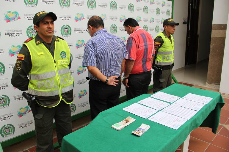 Caen en flagrancia dos estafadores que pretendían hurtar 950 millones de pesos