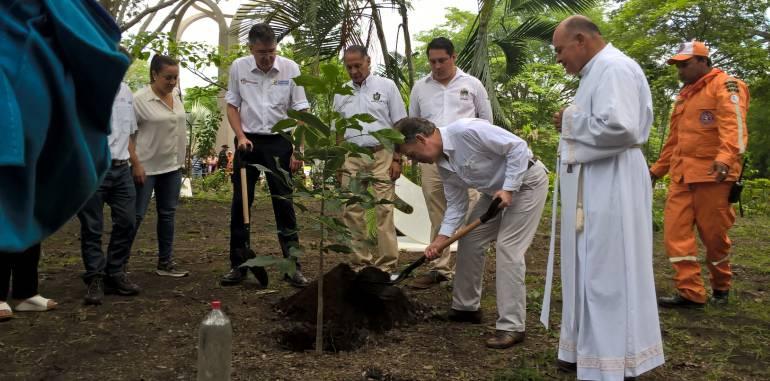 Presidente Santos oró por las victimas de Armero