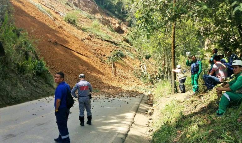 Deslizamiento en la troncal del café, a la altura de Amagá.
