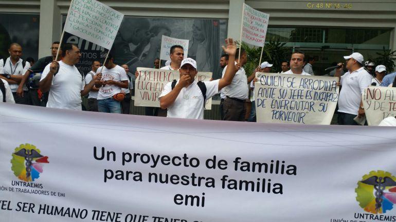 Cerca de 60 empleados de EMI exigen ser escuchados por la administración y lograr acuerdos.