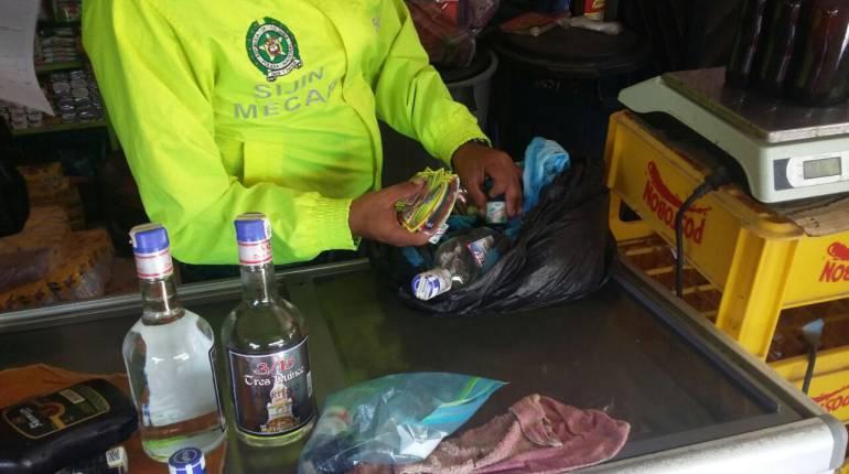 Licor adulterado Cundinamarca policia nacional: Van 190 tiendas de licor adulterado cerradas este año en Cundinamarca