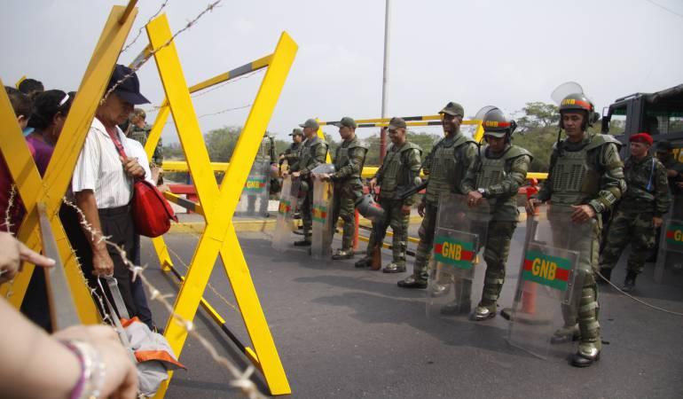 """Cierre fronterizo con Colombia es una """"olla en ebullición"""": alcaldes venezolanos"""