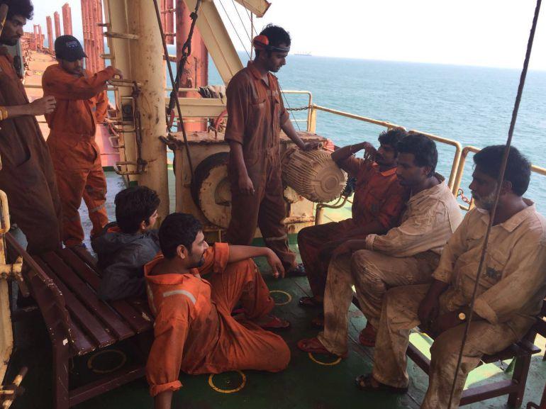 Un grupo de la tripulación de hindúes en el barco Agatis