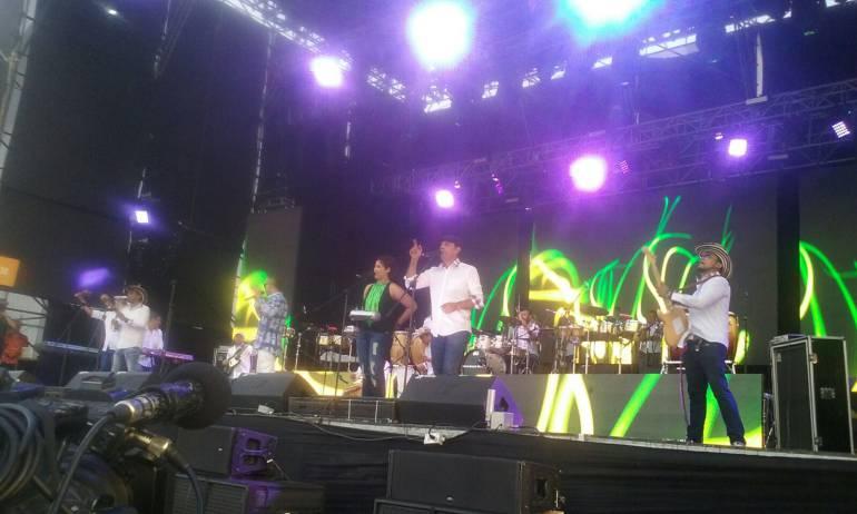 Actuacion del cantante Alvaro Ricardo