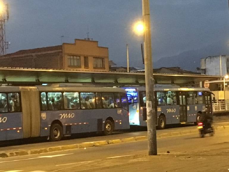 Congestión, ventas ambulantes e inseguridad los temas que más afectan las estaciones del Mio en Cali
