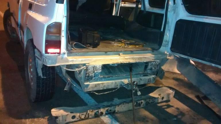 Policía de Cartagena inmovilizó camioneta con caleta de coca