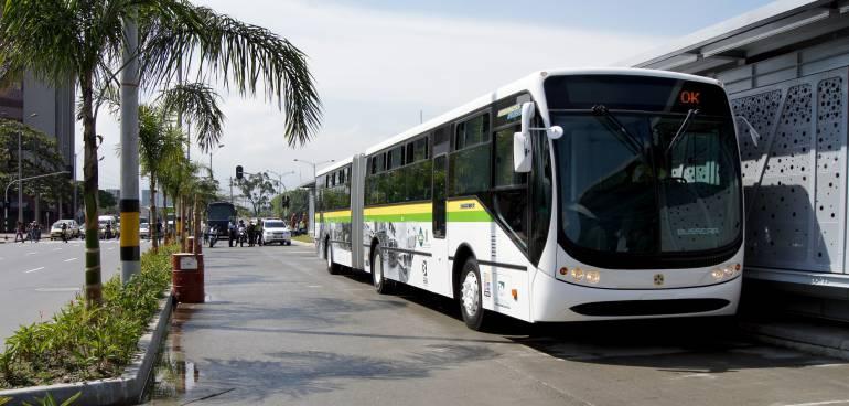 Inmovilizan 97 motocicletas en Medellín por usar carril exclusivo del Metroplús