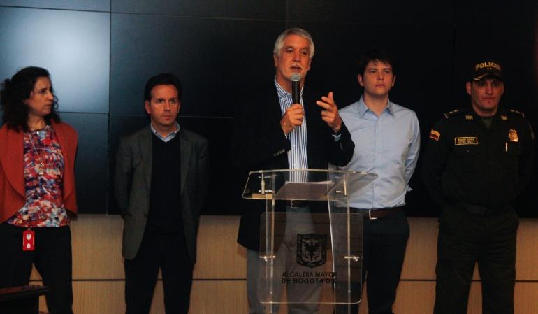 Alcalde Enrique Peñalosa deroga decreto 562