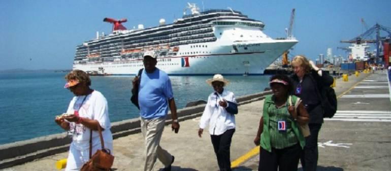 Autoridades en Cartagena aplauden exención del IVA a turistas extranjeros