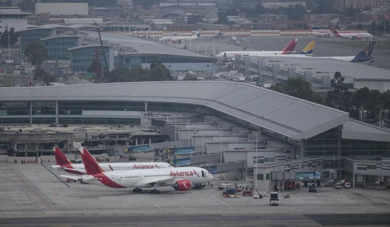 Vuelos en el aeropuerto el Dorado: Fallas en comunicaciones y problemas meteorológicos afectan operación aérea