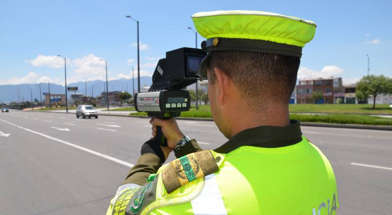 Los escoltas de Luis Carlos Sarmiento deben respetar las normas de tránsito: Distrito