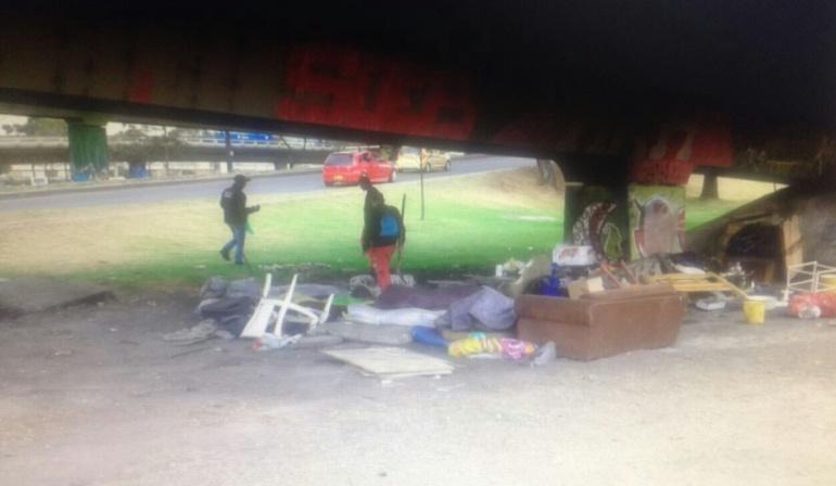 Entre $500 y $2.000 cobran habitantes de calle por alquilar dormitorios debajo de los puentes en Bogotá
