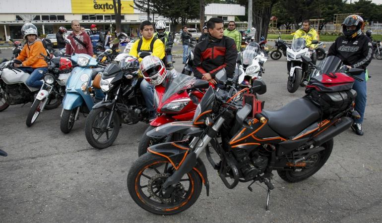 Motociclistas piden no imponer pico y placa: Motociclistas se comprometen a mejorar comportamiento en vías y piden no imponer pico y placa