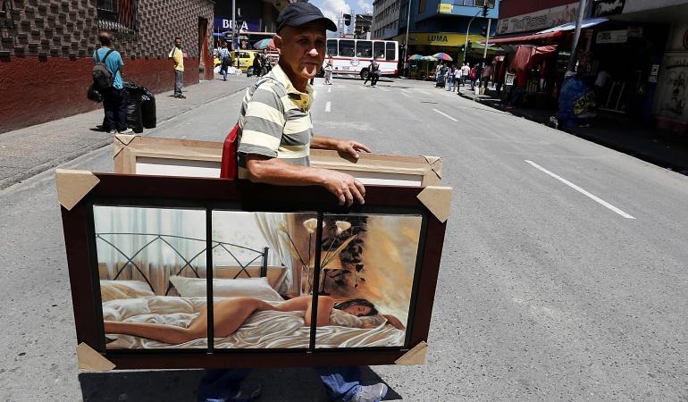 Vendedores informales Bogotá: Retiran vendedores informales en operativos de espacio público en el centro de Bogotá