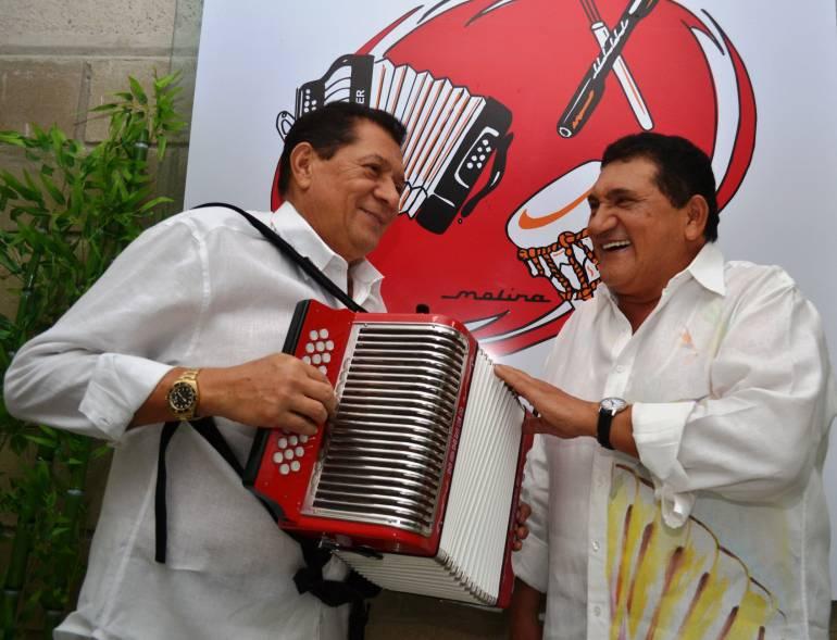 Valledupar le rinde homenaje a dos grandes, Poncho y Emiliano, los Hermanos Zuleta. Suenan los acordeones.
