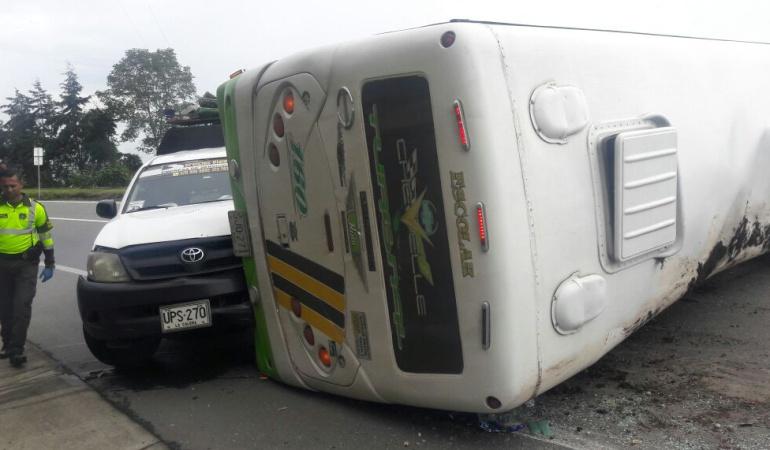 Diez niños y dos profesores heridos tras accidente entre bus escolar y furgón en Sogamoso: Diez niños y dos profesores heridos tras accidente entre bus escolar y furgón en Sogamoso