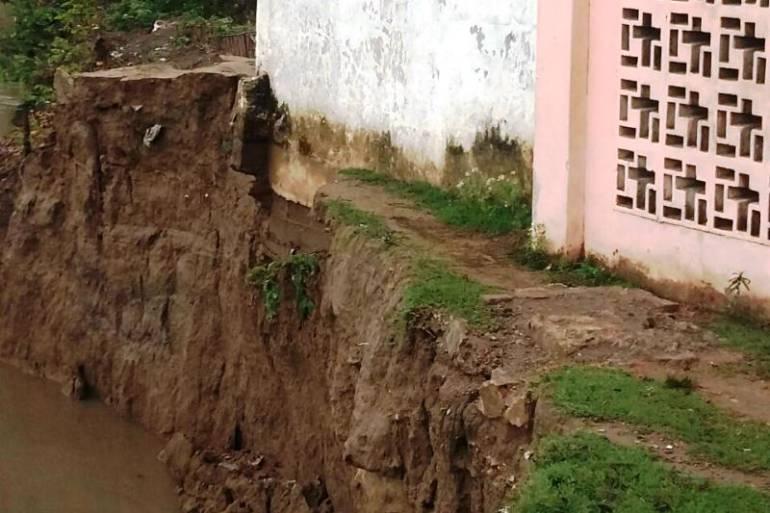 Iglesia en Magangué tuvo que ser evacuada por erosión del río Magdalena: Iglesia en Magangué tuvo que ser evacuada por erosión del río Magdalena