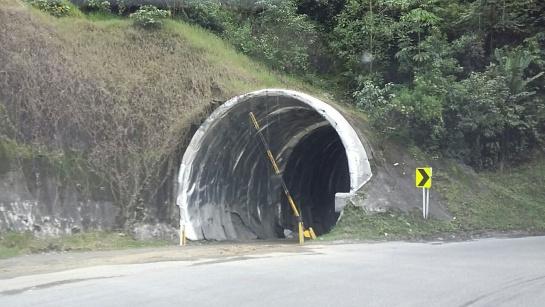 En otros túneles se avanza con la impermeabilización que se requiere para evitar filtraciones de agua.