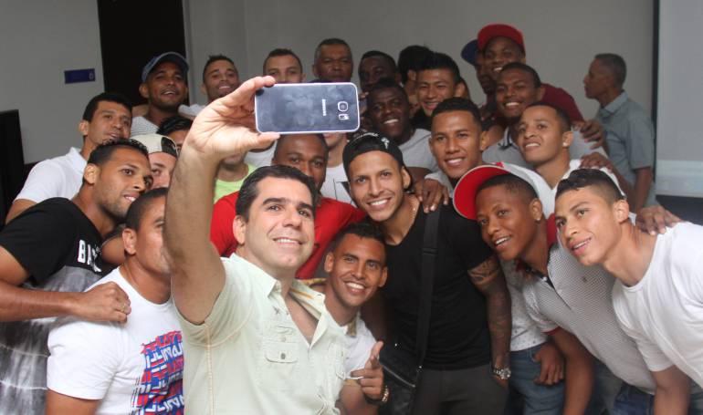 El alcalde Alejandro Char y jugadores del Junior de Barranquilla.