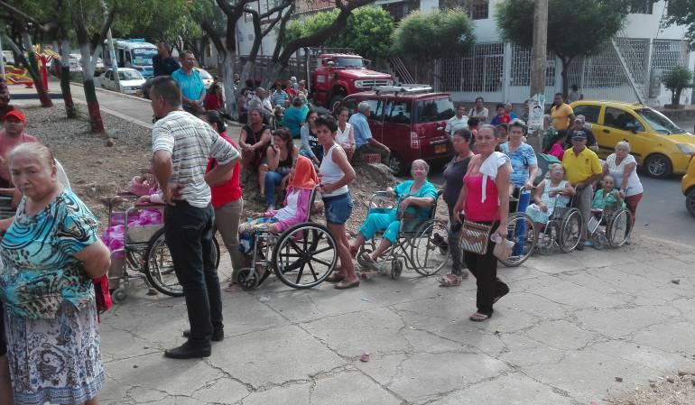 Un verdadero viacrusis viven los adultos mayores en Cúcuta para obtener un subsidio.