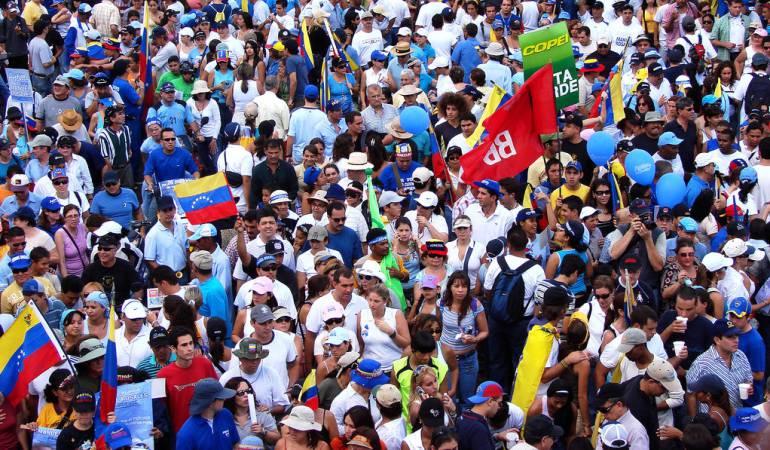 Venezolanos buscan en Colombia alimentos por escasez en el vecino país