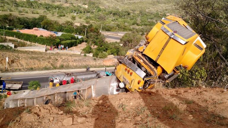 Accidente en Cúcuta: Investigan causas de volcamiento de vehículo cargado con combustible