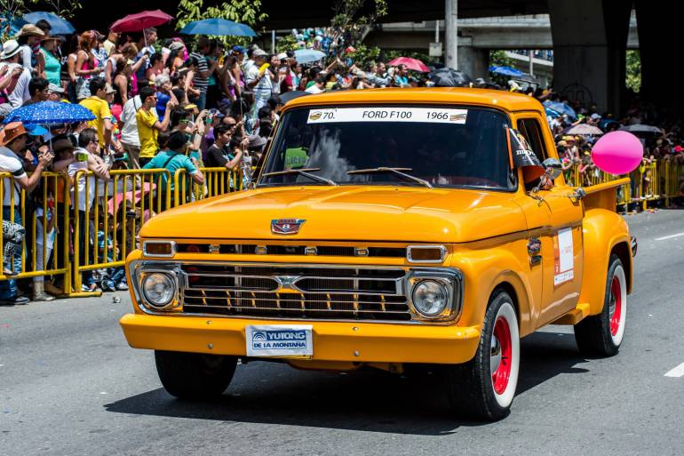Autos Clasicos Y Antiguos Medellin Haran Poarte De La Feria De Las