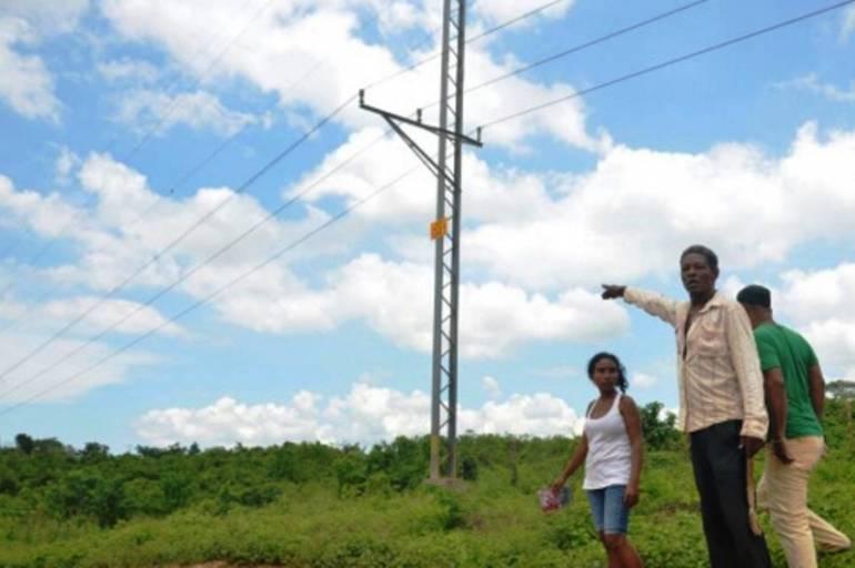 Niño recibió descarga eléctrica al intentar recuperar cometa en una torre de energía en Turbaco: Niño recibió descarga eléctrica al intentar recuperar cometa en una torre de energía en Turbaco