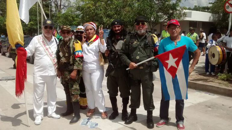 Los actores del Carnaval durante la marcha carnavalera por la paz en Barranquilla.