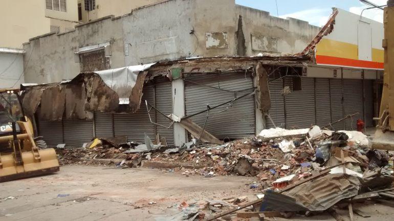 Techo que se cayó del almacén Surtidora de Confecciones en el centro de Barranquilla.
