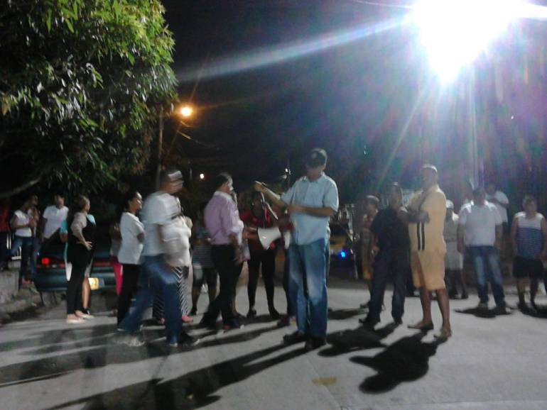 Protesta por altos decibeles en Barranquilla: Parranda vallenata con sancocho en la vía por altos decibeles en el barrio El Carmen