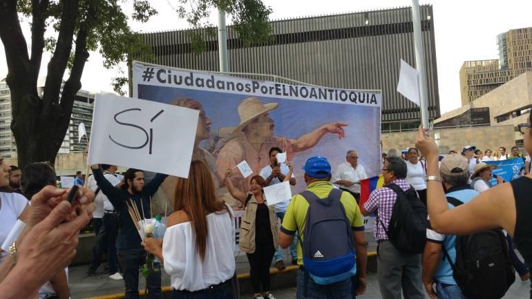 Uribe denuncia que en peajes de Antioquia entregan propaganda por el SÍ