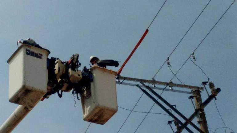 Realizan trabajos de fortalecimiento de red eléctrica en zona costera
