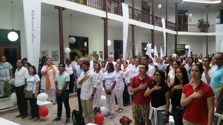 """Caleños celebraron la firma de la paz: Con vivas a Colombia y cánticos de """"sí se puede"""" y """"no más guerra"""", caleños celebraron firma de la paz"""