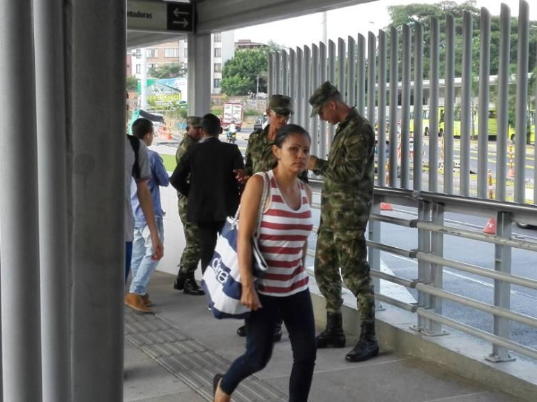 SERVICIO MILITAR BUCARAMANGA EJÉRCITO: ONG pregunta si es lícito reclutar en estaciones del Metrolínea