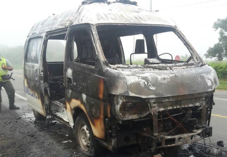 Mujer embarazada se salvó cuando ambulancia en la que desplazaba estalló en llamas