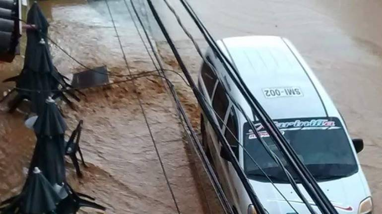 lluvias Medellín: Por fuertes lluvias los bomberos de Girardota, Antioquia, tuvieron que autoatenderse