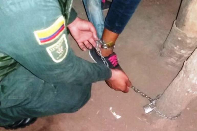 Policía de Bolívar rescató niña de 14 años que era encadenada por su abuelo: Policía de Bolívar rescató niña de 14 años que era encadenada por su abuelo