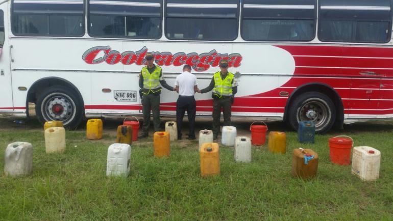 Inmovilizan bus que transportaba combustible de contrabando en vías del Cesar