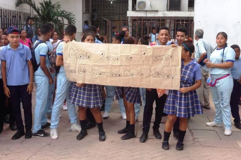 Protestan estudiantes en la secretaría de educación de Cartagena: Protestan estudiantes en la secretaría de educación de Cartagena