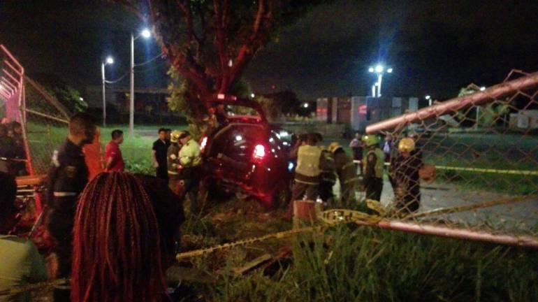 Investigan a padres de menor que murió conduciendo un vehículo: Menor de 14 años murió al chocar camioneta que conducía contra árbol