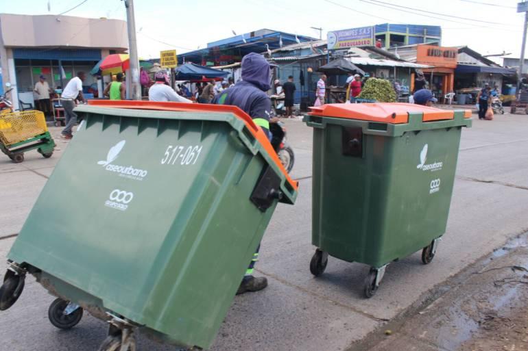 Instalan nuevos ecotainers en el Mercado de Cartagena para recolección de residuos: Instalan nuevos ecotainers en el Mercado de Cartagena para recolección de residuos