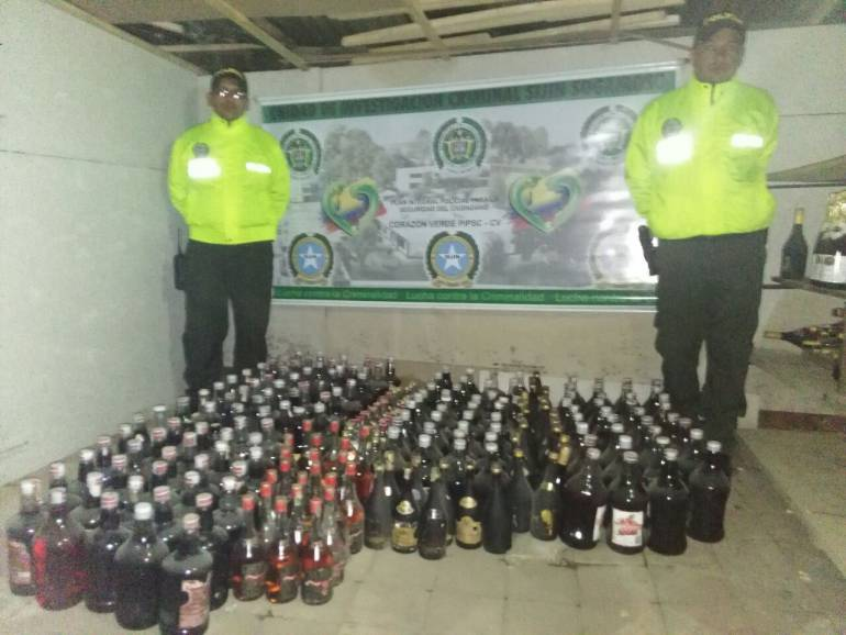 Incautaron más de 240 botellas de licor adulterado en Sogamoso, Boyacá: Incautaron más de 240 botellas de licor adulterado en Sogamoso, Boyacá