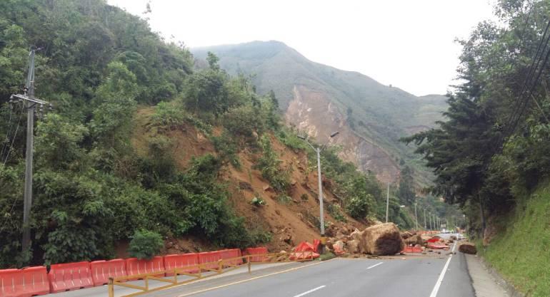 MEDELLÍN BOGOTÁ AUTOPISTA: 62 mil metros cúbicos de tierra y rocas deben remover en la vía Medellín-Bogotá