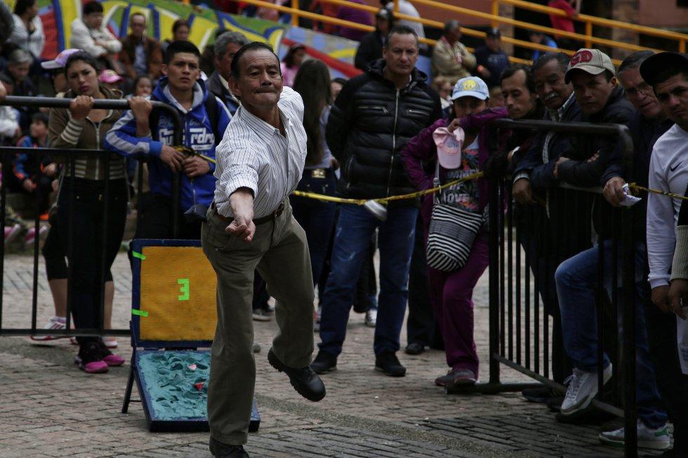 El tejo o turmequé, uno de los deportes populares de Colombia, también estuvo presente en la fiesta de reyes.