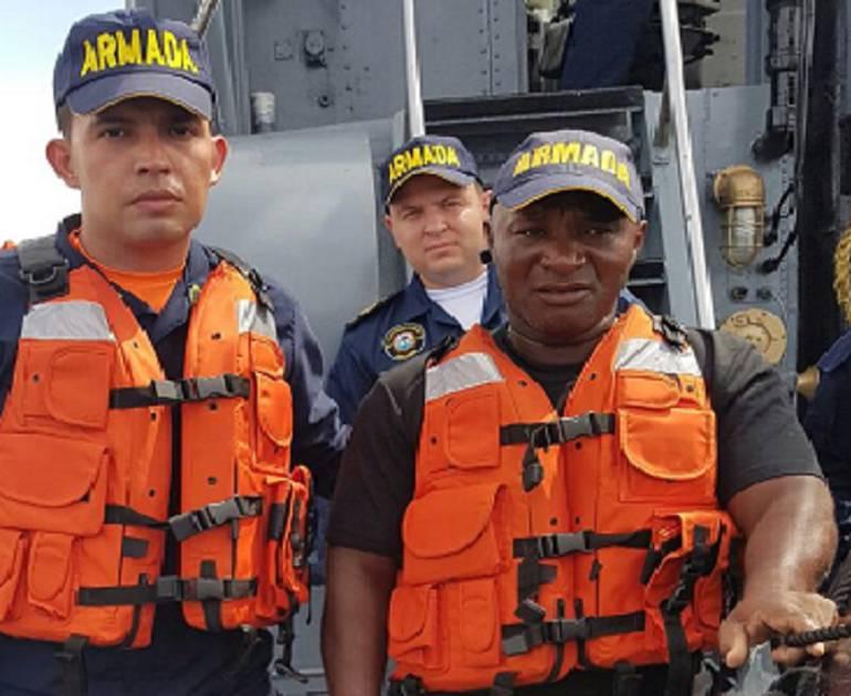 En aguas del pacífico, rescatado con vida capitán de embarcación: Rescatado con vida capitán de motonave que se había hundido en el Pacífico