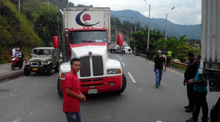 Camioneros, Autopista Medellín - Bogotá,: Camioneros serán los primeros en transitar por la vía Medellín–Bogotá