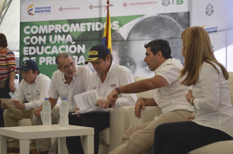 Firma de convenio de construcción de Institución Educativa en Barranquilla.
